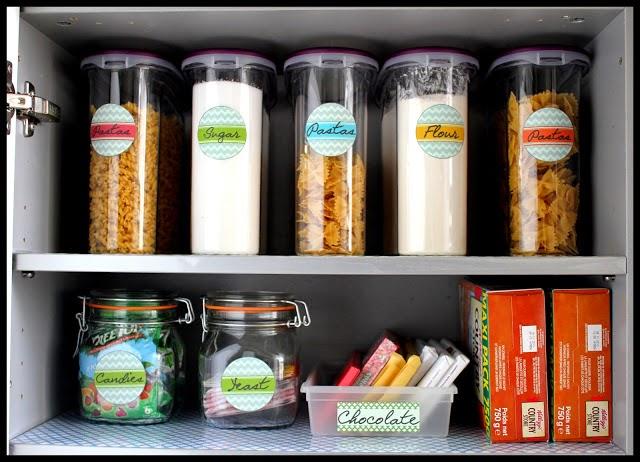 http://matthewandiris.blogspot.fr/2013/03/organizing-food-storage-cabinet-go.html