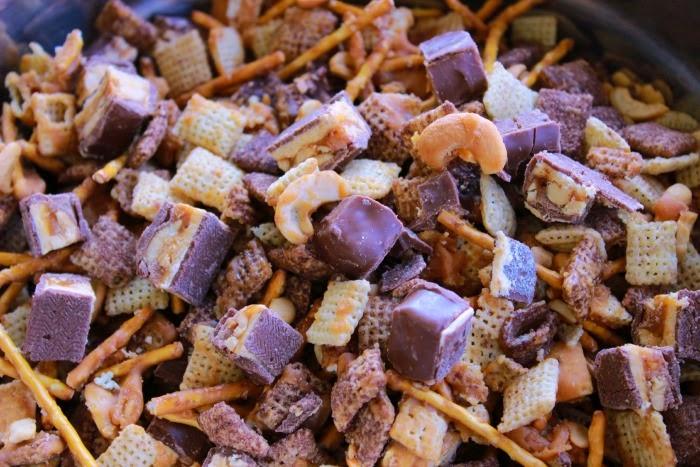 http://www.summerscraps.com/2014/08/snickers-caramel-crunch.html